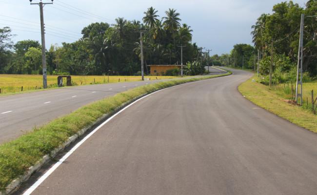 34-Hambantota–Gonnoruwa–Meegahajandura-Road-11