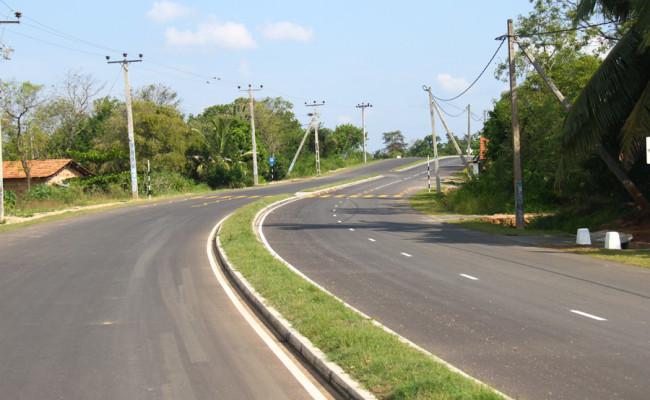 34-Hambantota–Gonnoruwa–Meegahajandura-Road-14